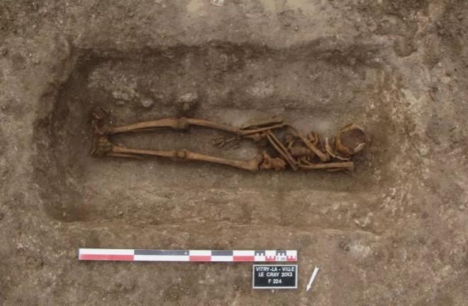 Hàng loạt ngôi mộ cổ chứa bảo vật
