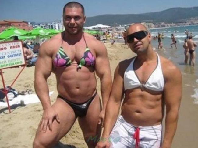 Chứng tôi mặc bikini cũng ra gì đấy chứ các người đẹp.