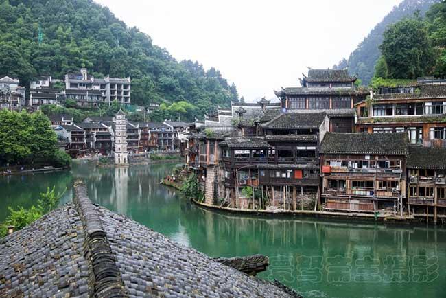 Phượng Hoàng Cổ Trấn là một trong những danh lam thắng cảnh nổi tiếng nhất Trung Quốc, được rất nhiều người khao khát ghé đến dù chỉ một lần trong đời.
