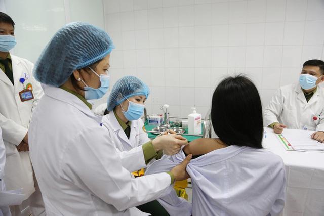 1.000 tình nguyện viên đã tiêm thử nghiệm mũi 1 vắc-xin Covid-19 Nanocovax - 1