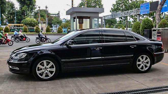 Hàng hiếm Volkswagen Phaeton rao bán chưa đến 1 tỷ đồng tại Việt Nam - 3