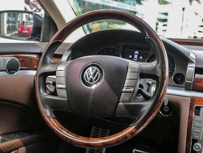 Hàng hiếm Volkswagen Phaeton rao bán chưa đến 1 tỷ đồng tại Việt Nam - 9