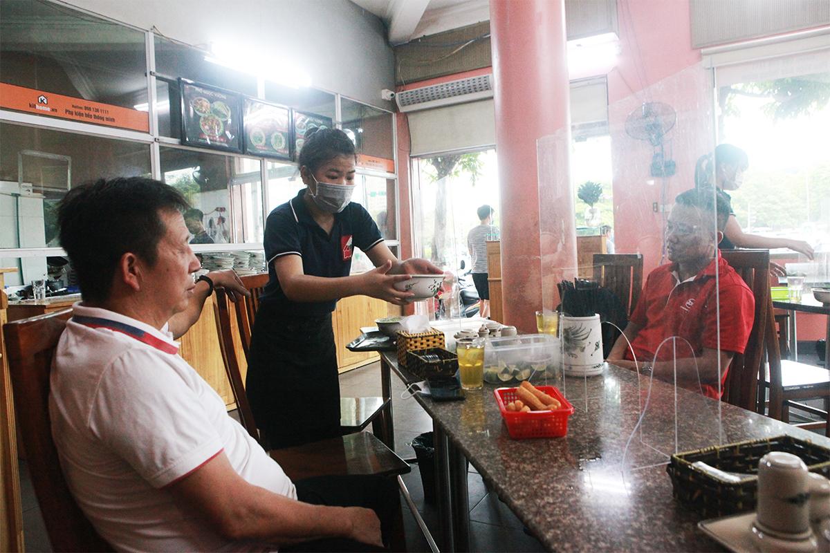 Người Hà Nội ăn phở từ 5h sáng, quán bún 9h đã hết hàng - 5