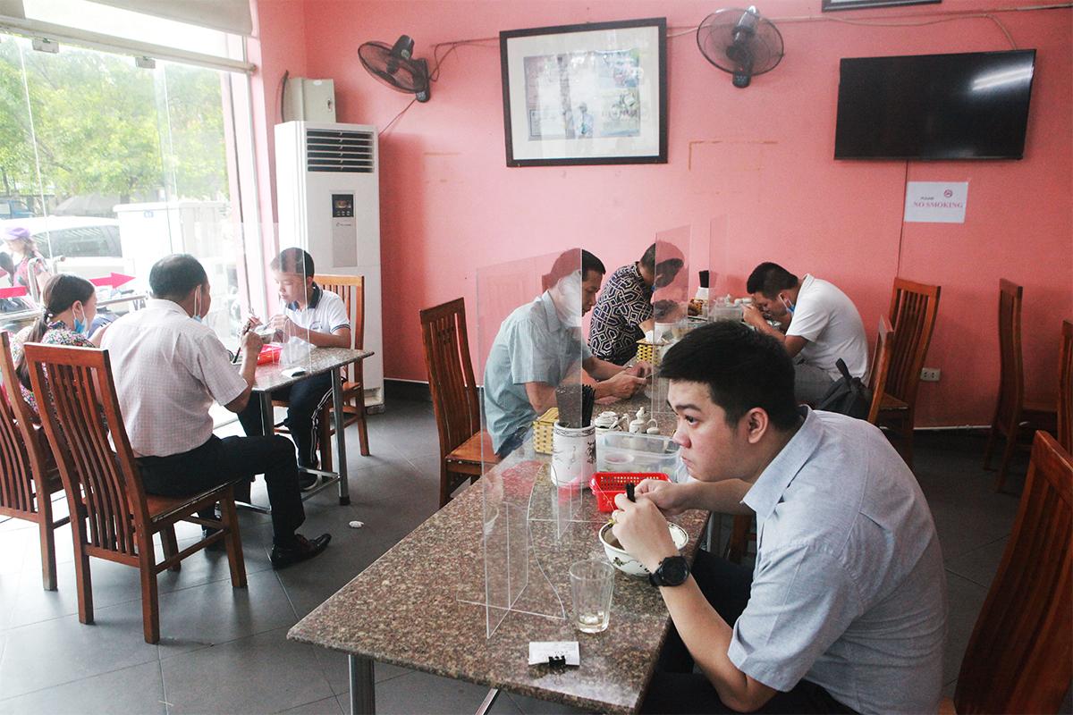 Người Hà Nội ăn phở từ 5h sáng, quán bún 9h đã hết hàng - 7