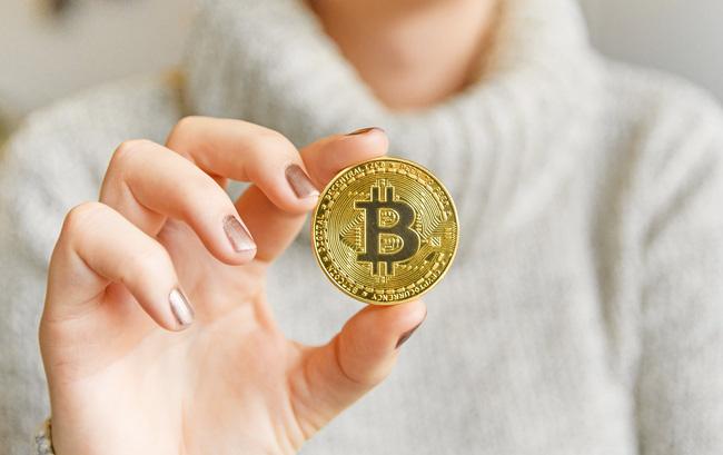 Rơi tự do, bitcoin giảm thảm, vốn hóa thị trường tiền điện tử bốc hơi 200 tỷ USD - 1
