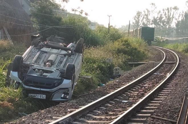 """Tin tức 24h qua:2 nhân viên đường sắt """"quên"""" khônghạ gác chắn gây tai nạn tàu hỏa bị khởi tố - 1"""