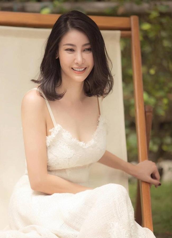 Cũng giống như Hoa hậu Giáng My, Hà Kiều Anh kết thân với bộ môn Yoga để giữ dáng khỏe đẹp.