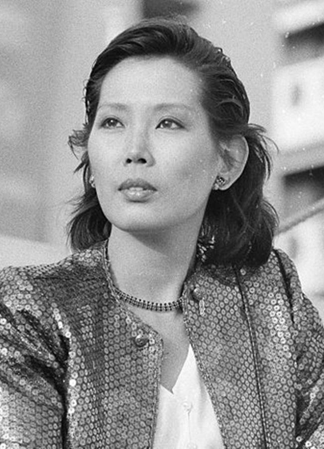 Cùng cảnh bị tẩy chay như phim, Eiko Matsuda chính thức bị ném đá, khinh bỉ khắp quê hương. Không có chốn dung thân, nữ diễn viên đành phải bỏ xứ ra nước ngoài lang bạt suốt 20 năm ròng, sau đó kết thúc cuộc đời vì mắc bệnh nan y.