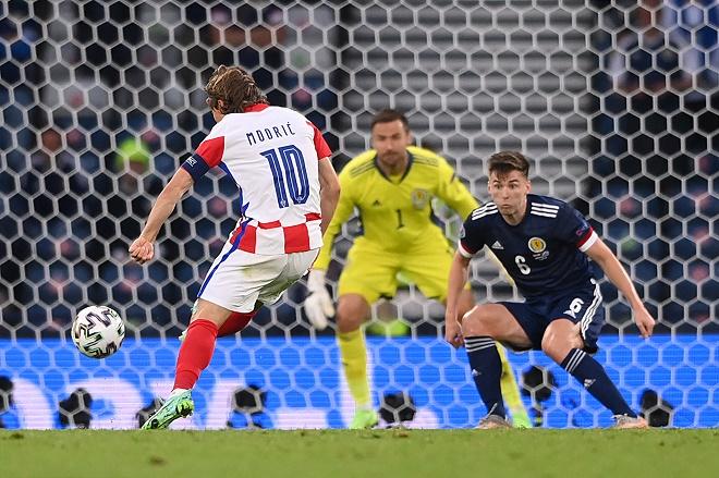 """Modric lập siêu phẩm vẩy má ngoài đưa Croatia đi tiếp, """"sánh vai"""" Ronaldo - 1"""