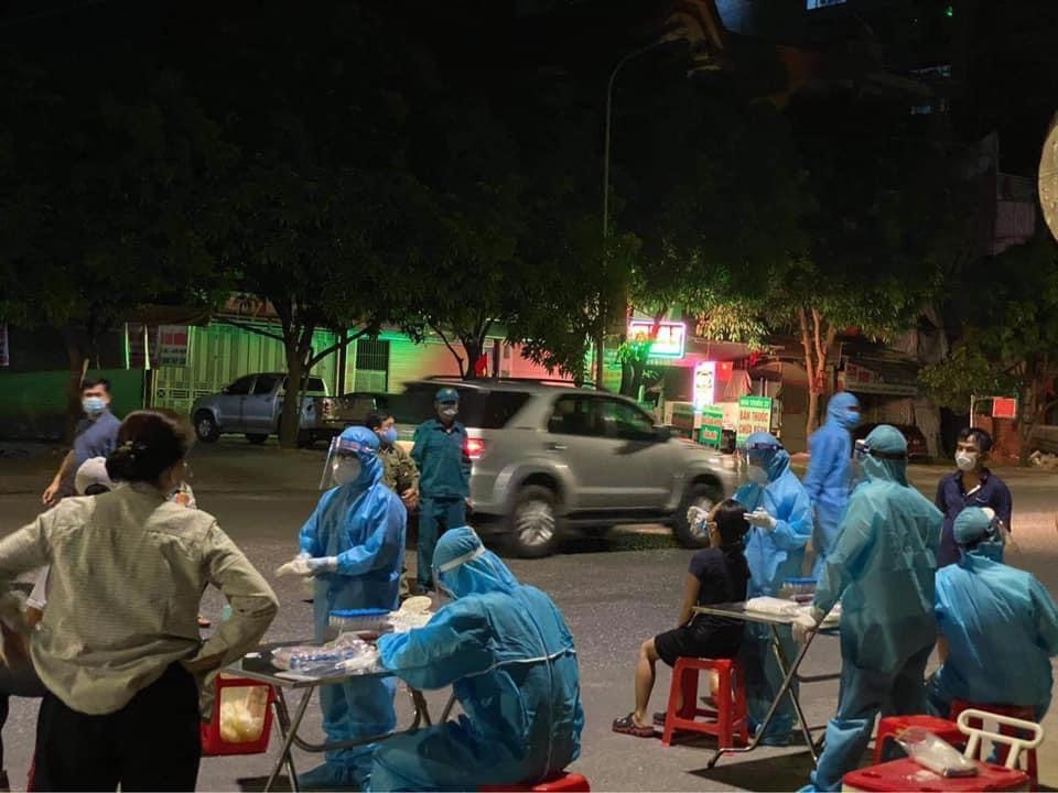Nghệ An phát hiện 2 ca nhiễm COVID-19 ngoài cộng đồng, là tiểu thương ở chợ Vinh - 1