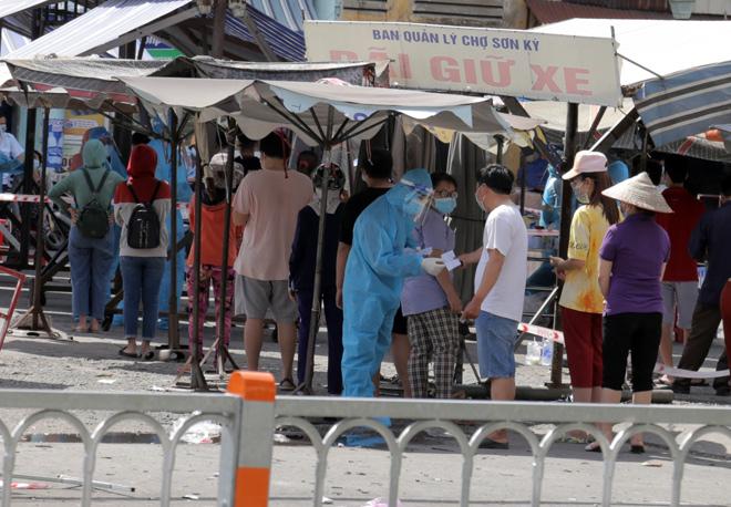 TP.HCM tìm người từng đến chợ đầu mối Hóc Môn, Bình Điền và chợ Sơn Kỳ - 1