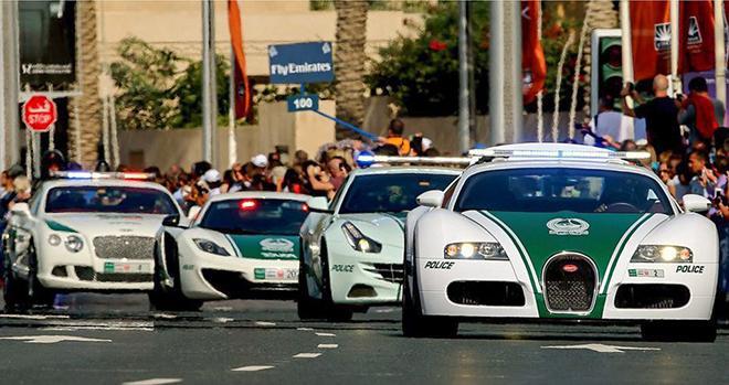 """Toyota Land Cruiser 2022 siêu ngầu """"trong vai"""" xe cảnh sát Dubai - 3"""