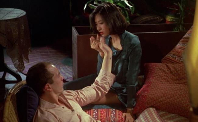 Tiếp tục tham gia đóng phim, Eiko Matsuda chỉ toàn nhận được lời mời đóng cảnh nóng. 'Cinq et la peau' là một tác phẩm ngập cảnh 18 + mà nữ diễn viên đảm nhận trước lúc qua đời vì căn bệnh u não.