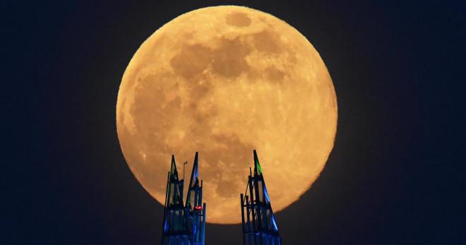 Đêm nay, Việt Nam đón siêu trăng dâu – trăng khổng lồ cuối cùng của năm - 1
