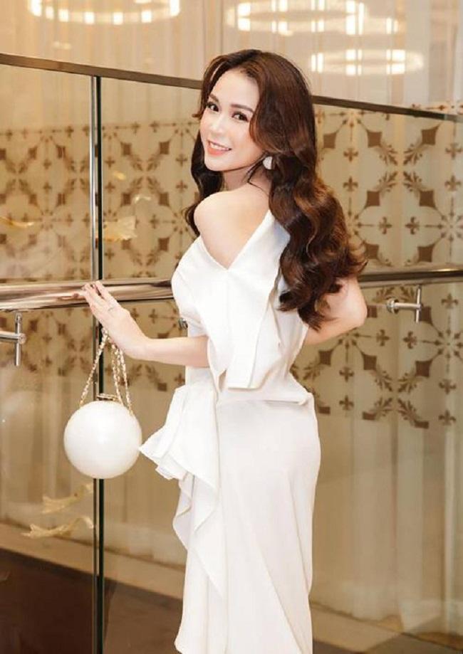 Miệt mài lao động, không khoe khoang quá lố, ở tuổi 31, Sam trở thành 'nữ đại gia' thực thụ khi sở hữu khối tài sản hơn 50 tỷ đồng.Giàu có, xinh đẹp, nổi tiếng, Sam là quý cô độc thân vàng của showbiz Việt.