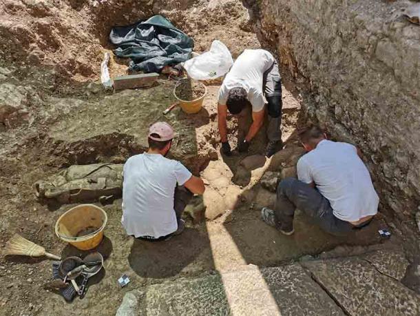 Đào vườn, phát hiện 32 người nằm trong bình khổng lồ từ thế kỷ 2 - 1