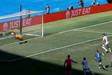 Ngỡ ngàng Tây Ban Nha trượt 5 quả 11m liên tiếp, fan đề xuất… cho De Gea đá