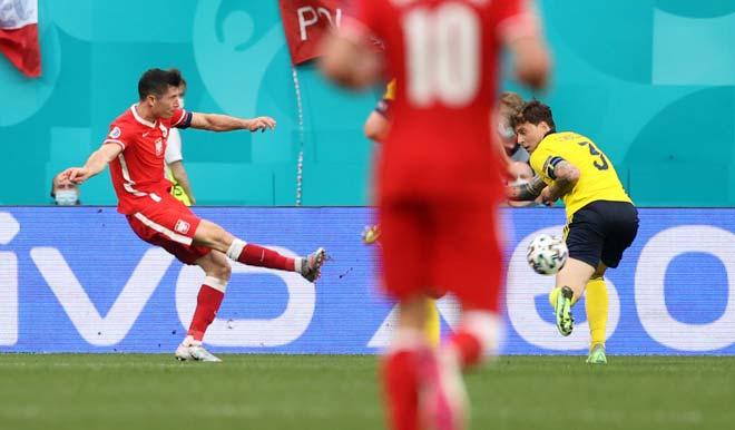 Kỳ lạ Lewandowski cứ ghi bàn là Ba Lan bị loại, hẹp cửa đua Quả bóng vàng - 1