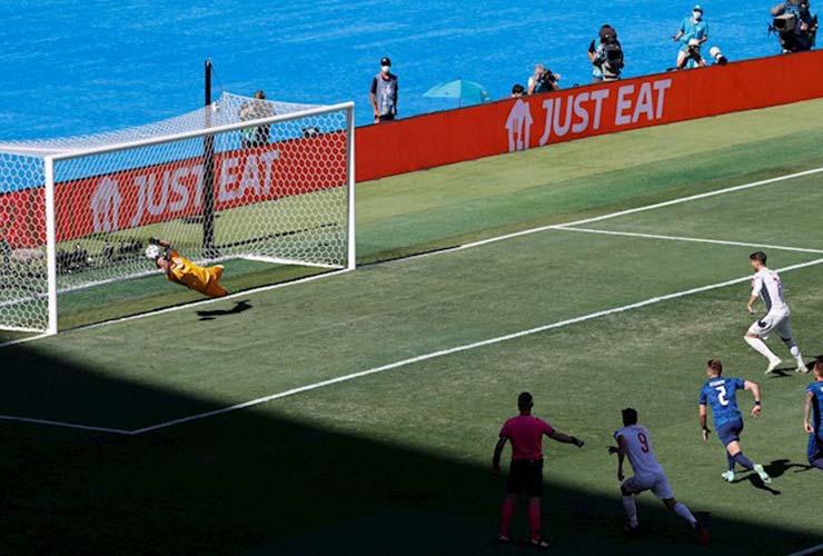 Ngỡ ngàng Tây Ban Nha trượt 5 quả 11m liên tiếp, fan đề xuất… cho De Gea đá - 1