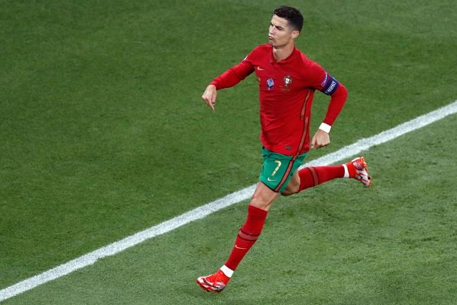Ronaldo lập cú đúp penalty, sánh ngang kỷ lục mọi thời của huyền thoại Ali Daei - 1