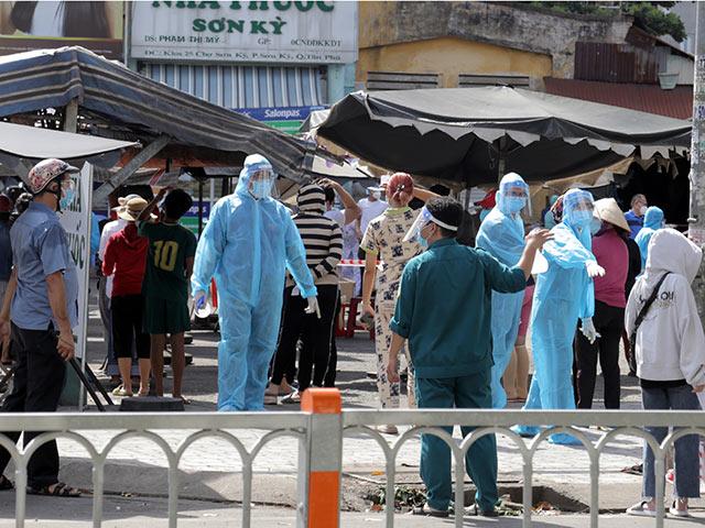 TP.HCM: Thông báo tìm người từng đến 18 địa điểm ở quận Tân Phú - 1