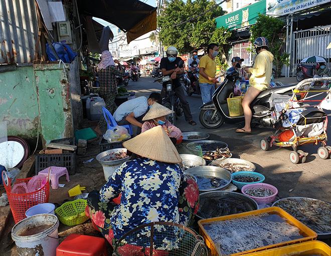 TP.HCM tìm người từng đến chợ có chuỗi 43 ca mắc COVID-19 ở Bình Tân - 1