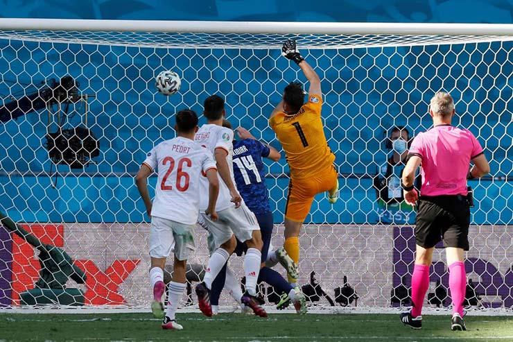 EURO 2020 lập kỷ lục phản lưới gây sốc, dư luận chỉ ra nguyên nhân đặc biệt - 1