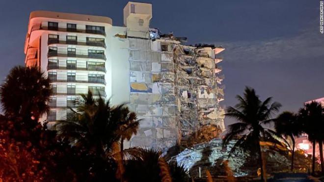 Hiện trường toà nhà 12 tầng đột ngột sập xuống, gần 100 người đang bị vùi trong đống đổ nát - 1