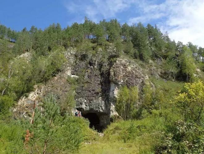 Choáng váng hang động có 3 loài người cùng chung sống - 1