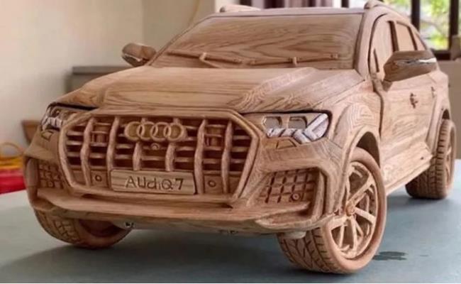 """Nếu như nước ngoài có siêu xe dát vàng thì Việt Nam lại """"gây sốt"""" với những siêu xe được làm từ… gỗ, giấy."""