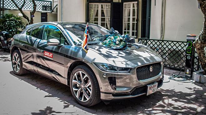 Jaguar I-Pace đầu tiên về đội xe Đại sứ quán Anh tại Việt Nam - 1