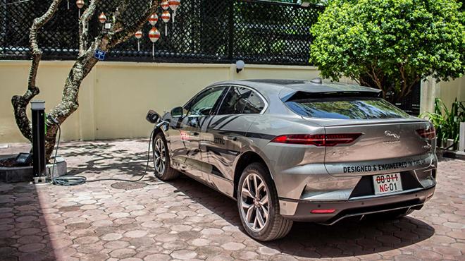 Jaguar I-Pace đầu tiên về đội xe Đại sứ quán Anh tại Việt Nam - 3