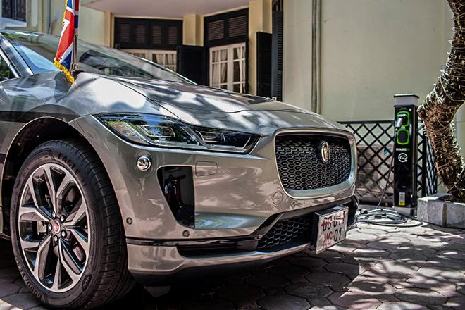 Jaguar I-Pace đầu tiên về đội xe Đại sứ quán Anh tại Việt Nam - 6