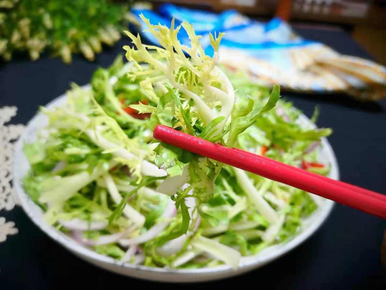 """Loại rau rẻ bèo ngoài chợ không chỉ là """"thần dược"""" giải độc gan còn làm salad cực ngon - 1"""