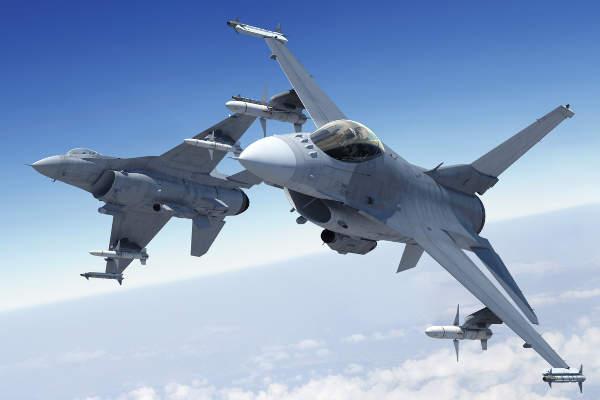 Mỹ duyệt bán 12 chiến đấu cơ, tên lửa trị giá 2,5 tỉ USD cho đồng minh ở Đông Nam Á - 1