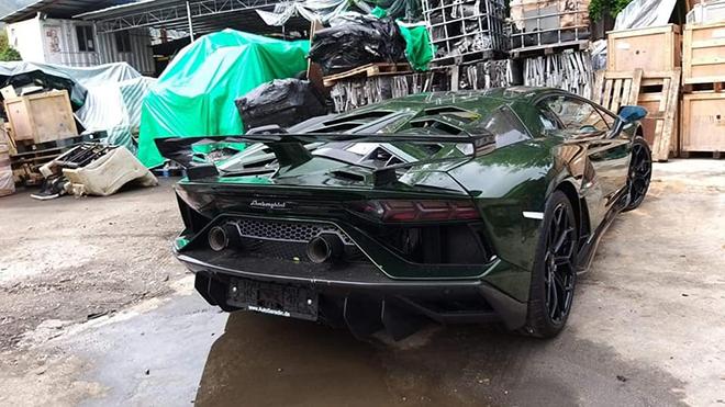 Đại gia lan đột biến tậu Lamborghini Aventador SVJ màu độc nhất Việt Nam - 8