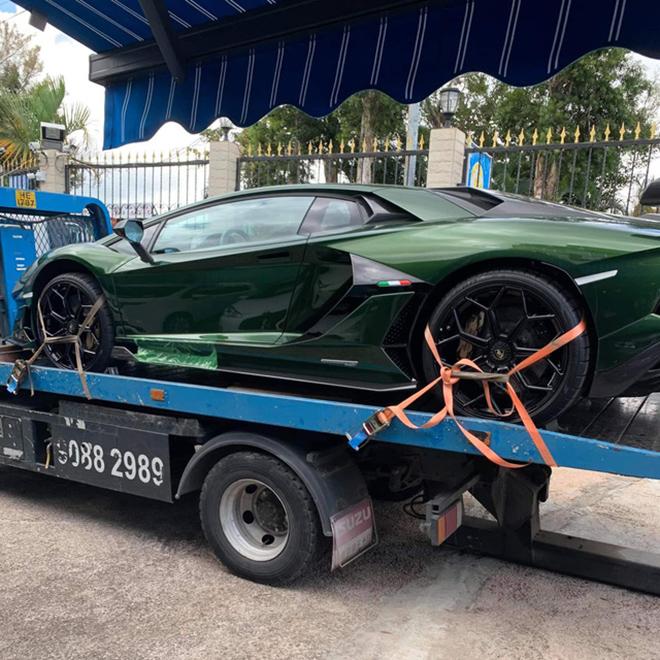 Đại gia lan đột biến tậu Lamborghini Aventador SVJ màu độc nhất Việt Nam - 4