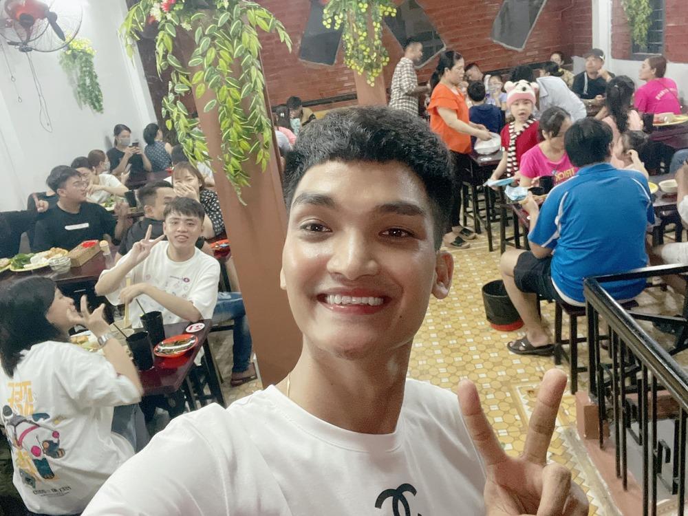 """Quán ăn """"toàn món quê"""" của Mạc Văn Khoa, Trường Giang bị chê đắt """"cắt cổ"""" vẫn đông khách vì lý do không ngờ - 1"""