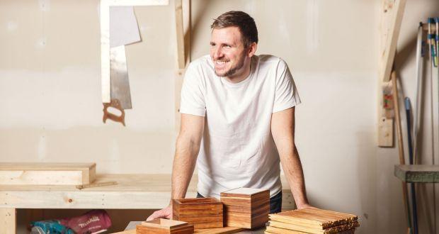 Chàng trai tái chế 32 triệu chiếc đũa dùng một lần thành đồ nội thất - 1