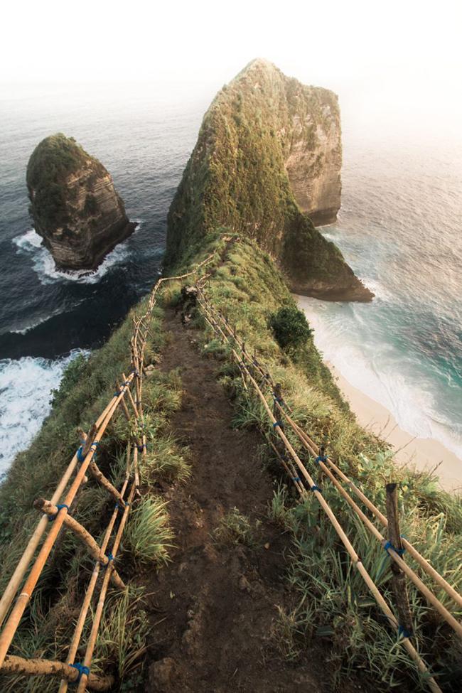 Bali, Indonesia: Cho dù bạn đang tìm kiếm phong cảnh đẹp hay chỉ một nơi để thư giãn, Bali chắc chắnlà nơi tuyệt vời nhất mà bạn sẽ không chỉ đến một lần.