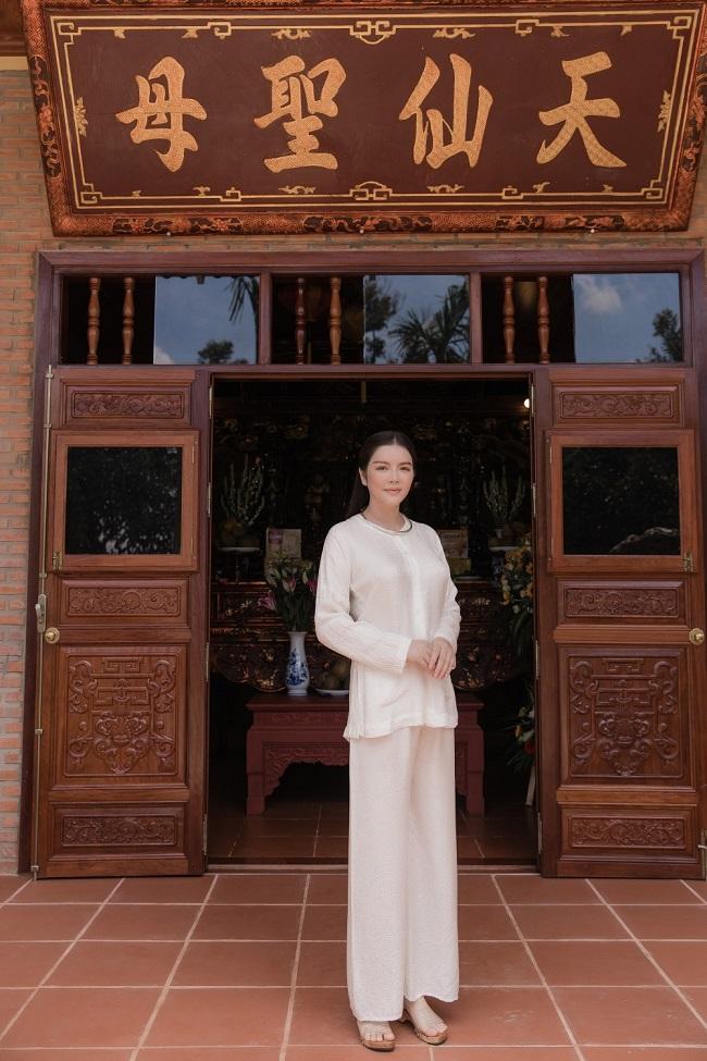 Ngoài 2 căn biệt thự kể trên, Lý Nhã Kỳ còn xây riêng 1 thủ phủ rộng 10.000m2, trị giá hàng triệu đô để dành tặng mẹ trong dịp lễ Vu Lan.