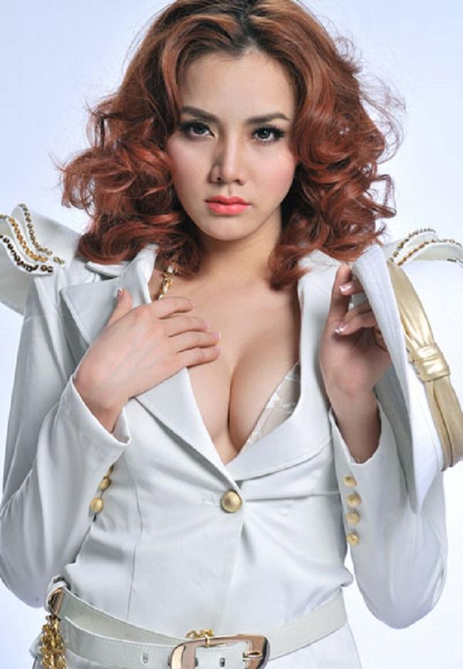 Cựu người mẫu đình đám một thời Trang Nhung nổi tiếng với thân hình đầy đặn, quyến rũ, đặc biệt là vòng 1 đẹp và tự nhiên nhất nhì showbiz.