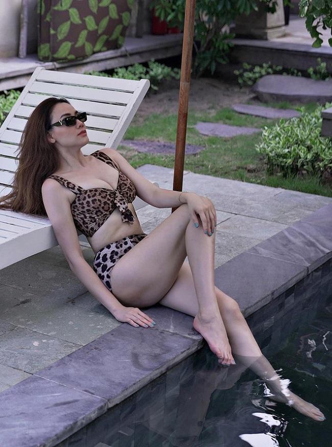 Trang Nhung diện bikini khoe thân hình nóng bỏng.