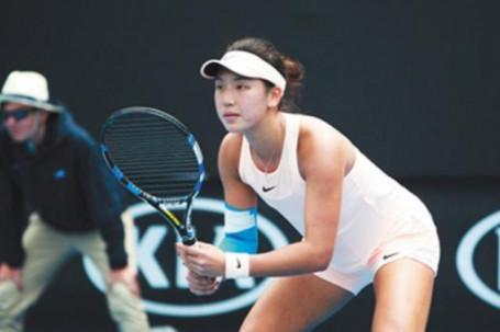 """Mỹ nữ cao 1m82 từng được ví """"đẹp như tiên"""" đạt mốc mới tại Wimbledon"""