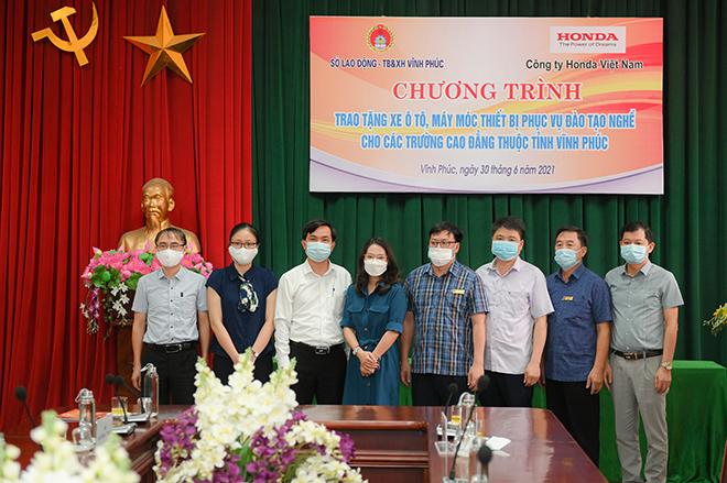 Honda Việt Nam trao tặng xe và thiết bị kỹ thuật  cho trường Nghề tại Vĩnh Phúc và Hà Nam - 1
