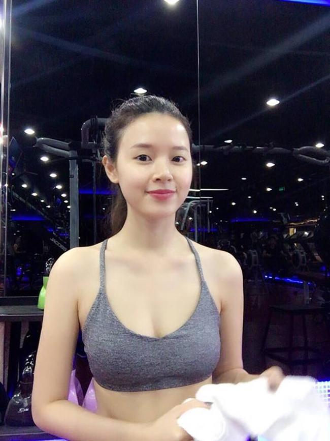 Ngoài việc tập trung cho công việc, người đẹp rất biết cách giữ dáng đẹp khi chăm chỉ tập luyện.