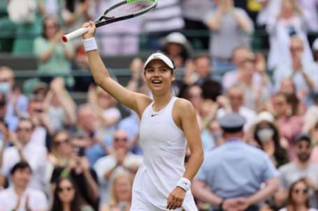 """Wimbledon ngày 6: Mỹ nữ 18 tuổi gây địa chấn, """"ngựa chứng"""" Kyrgios bỏ cuộc"""