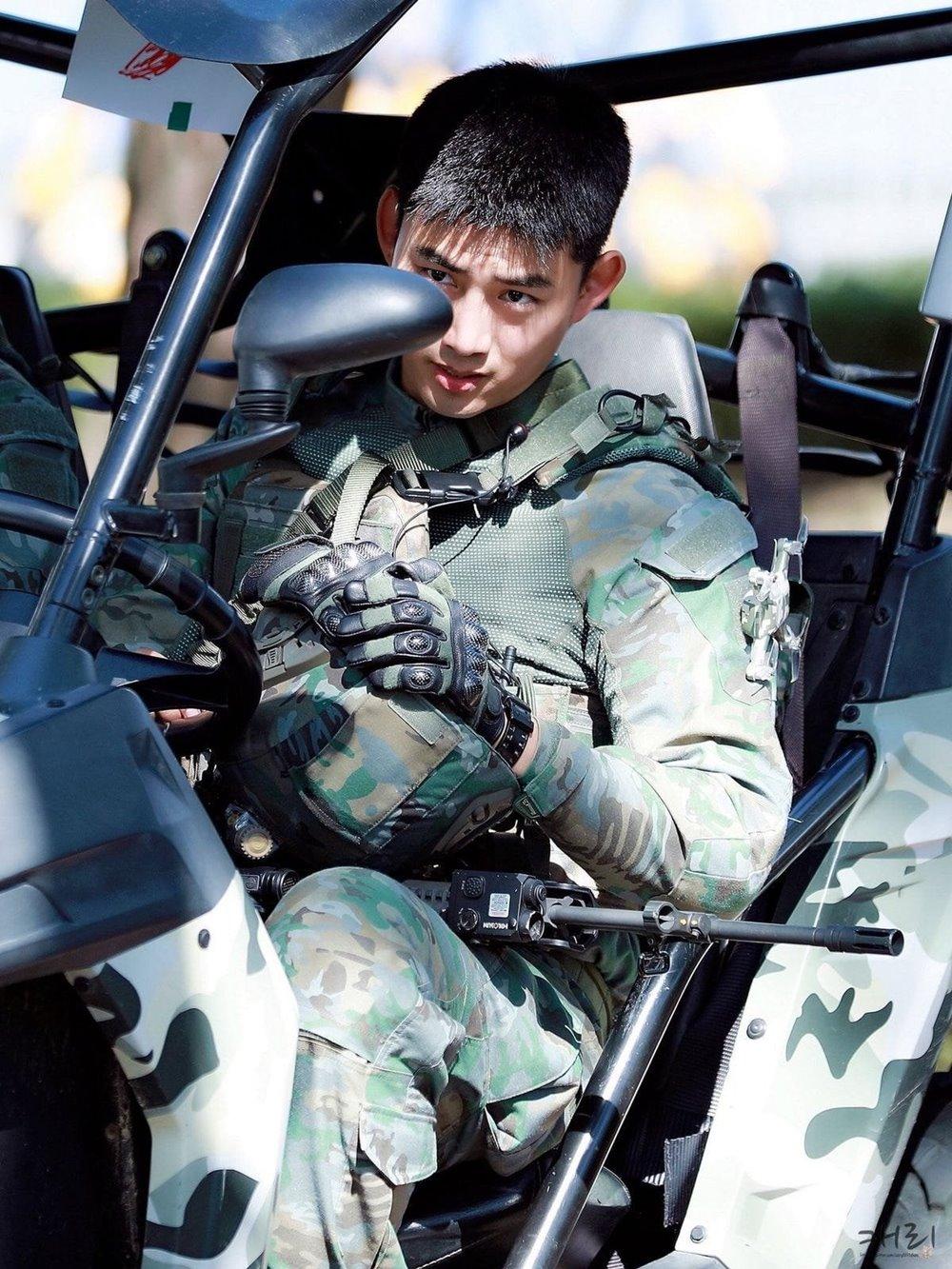 """Bí quyết để vóc dáng như """"đội trưởng Mỹ"""" của anh lính Taecyeon - 1"""