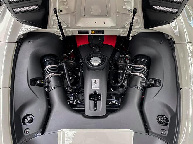 Chi tiết siêu xe Ferrari F8 Tributo màu trắng độc nhất Việt Nam - 6