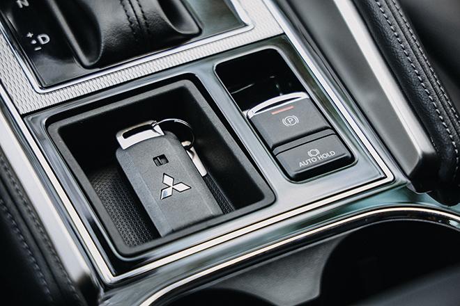 Mitsubishi Pajero Sport sản xuất năm 2020 giảm giá sâu với số lượng hạn chế - 10